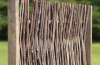 Naturzaun aus Haselnuss
