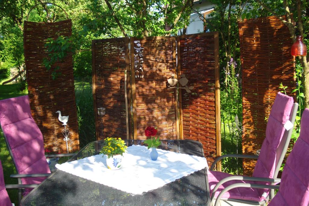 lauschiges garteneck mit spanischen w nden. Black Bedroom Furniture Sets. Home Design Ideas