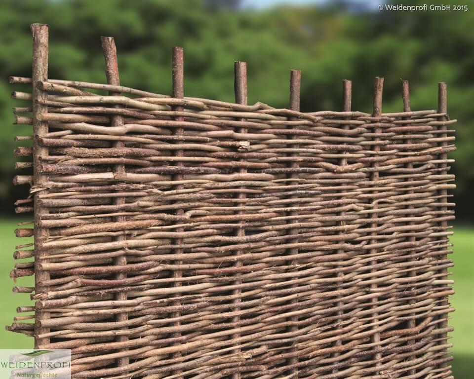 Rustikale Gartenzäune haselnusszaun naturzäune sichtschutz haselnuss vom weidenprofi