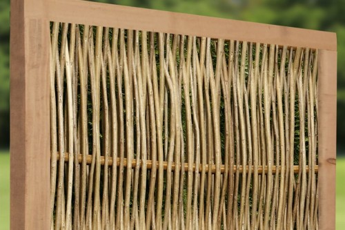 Robinienflechtzaun Mit Umlaufendem Rahmen