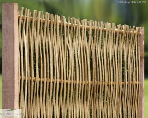 Robinienflechtzaun mit seitlichem Rahmen